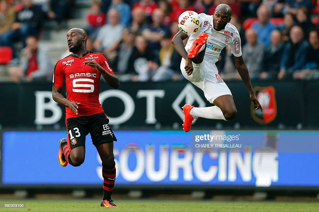 Rennes' Ivorian forward Giovanni Sio vies for the ball with Nancy's French defender Julien Cetout during the French L1 football match between Stade...