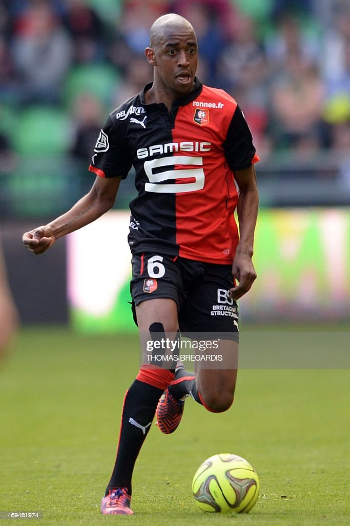 Rennes' midfielder <a gi-track='captionPersonalityLinkClicked' href=/galleries/search?phrase=Gelson+Fernandes&family=editorial&specificpeople=2971817 ng-click='$event.stopPropagation()'>Gelson Fernandes</a> runs with the ball during the French L1 football match between Rennes and Guingamp on April 12, 2015 at the route de Lorient stadium in Rennes, western France.
