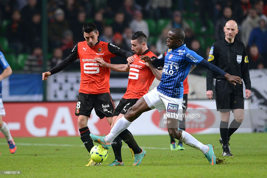 Rennes midfielder Julien Feret (L) and forward Romain Alessandrini (C) fight for the ball with Brest forward Charliston Benschop (R) on December 8, 2012 during a French L1 football match at the Route de Lorient stadium in Rennes. BREGARDIS