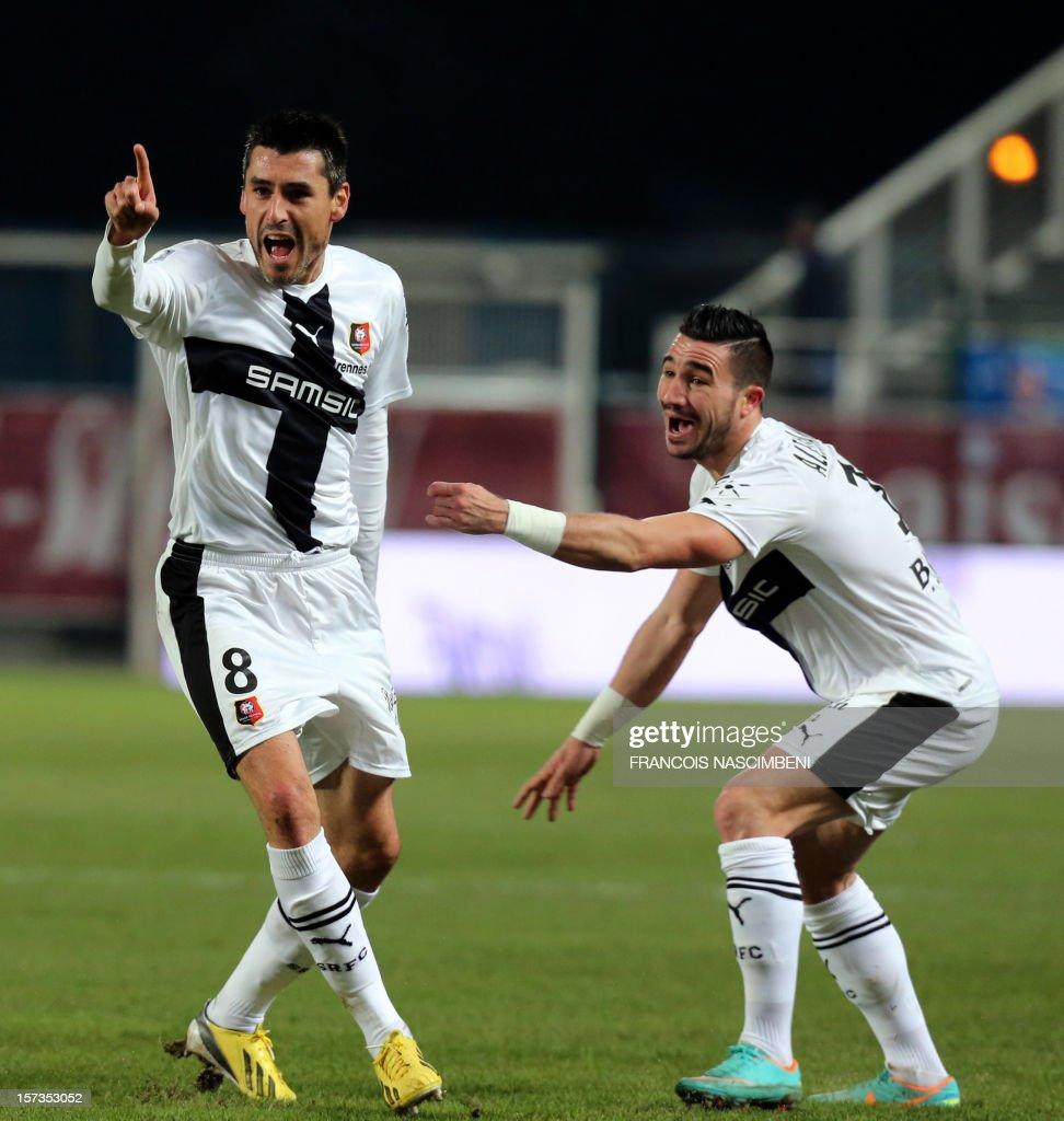 Rennes' midfielder Julien Feret (L) celebrates after scoring a goal during the French L1 football match Troyes (Estac) vs Rennes (SR) on December 2, 2012 in the Aube Stadium in Troyes. PHOTO / FRANCOIS