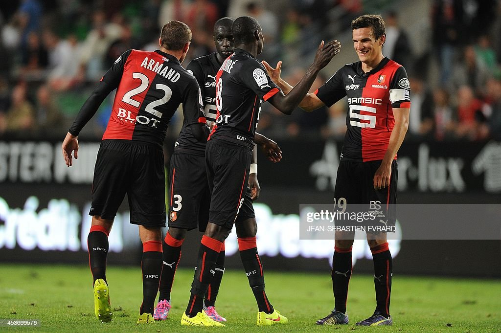 Rennes' players celebrate at the end of the French L1 football match between Stade Rennais FC and EvianThonon Gaillard FC on August 16 2014 at the...