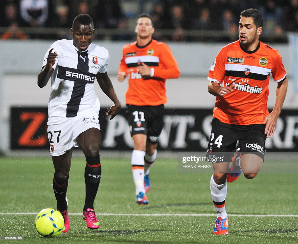 Rennes' Senegalese forward Abdoulaye Sane (L) vies with Lorient's French defender Wesley Lautoa (R) during a French L1 football match between Lorient and Rennes on February 2, 2013 at the Moustoir Stadium in Lorient, western France.