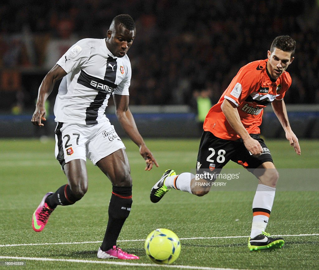Rennes' Senegalese forward Abdoulaye Sane (L) vies with Lorient's French midfielder Maxime Barthelme (R) during the French L1 football match Lorient vs Rennes on February 2, 2013 at the Moustoir Stadium in Lorient, western France. AFP PHOTO FRANK PERRY