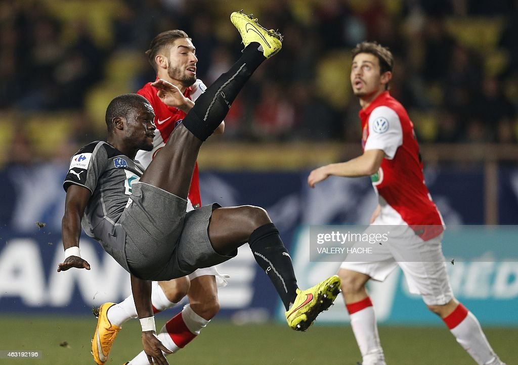 Rennes' Senegalese forward Fallou Diagne (L) vies with Monaco's Belgian midfielder Yannick Ferreira Carrasco during the French Cup football match Monaco (ASM) vs Rennes (SRFC) at Louis II stadium in Monaco on February 11, 2015.