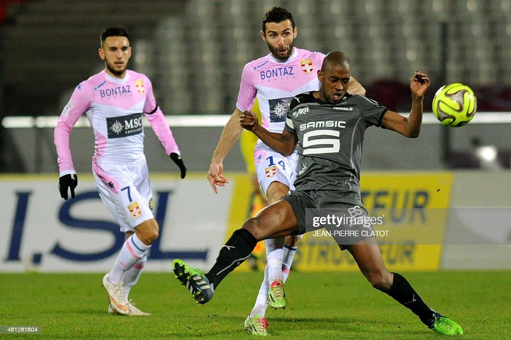 Rennes' Swiss midfielder <a gi-track='captionPersonalityLinkClicked' href=/galleries/search?phrase=Gelson+Fernandes&family=editorial&specificpeople=2971817 ng-click='$event.stopPropagation()'>Gelson Fernandes</a> vies for the ball with Evian's French midfielder Cedric Barbosa (C) during the French L1 football match between Evian (ETGFC) and Rennes (SRFC) on January 10, 2015 at the Parc des Sports satdium in Annecy, central-eastern France.