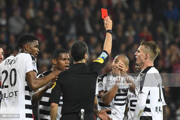 Rennes' Tunisian midfielder Wahbi Khazri applauds as he receives a red card from French referee Frank Schneider during the French Ligue 1 football...