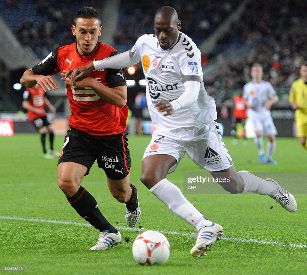 Rennes' Turkish forward Mevlut Erding (L) vies with Reims' French defender Mohamed Fofana (R) during their French L1 football match Stade Rennais FC vs Stade de Reims on November 3, 2012 at the route de Lorient stadium in Rennes, western France.