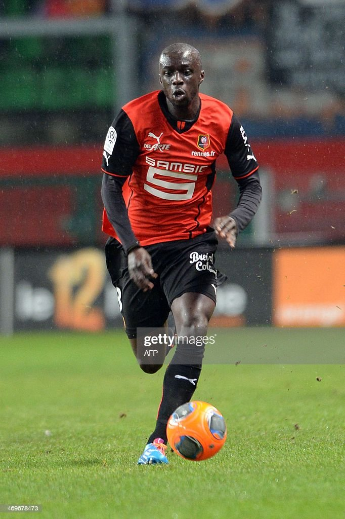 Rennes's defender Cheik MBengue controls the ball during the French L1 football match between Rennes and Montpellier on February 15, 2014 at the Route de Lorient stadium in Rennes, western France. AFP PHOTO / THOMAS BREGARDIS