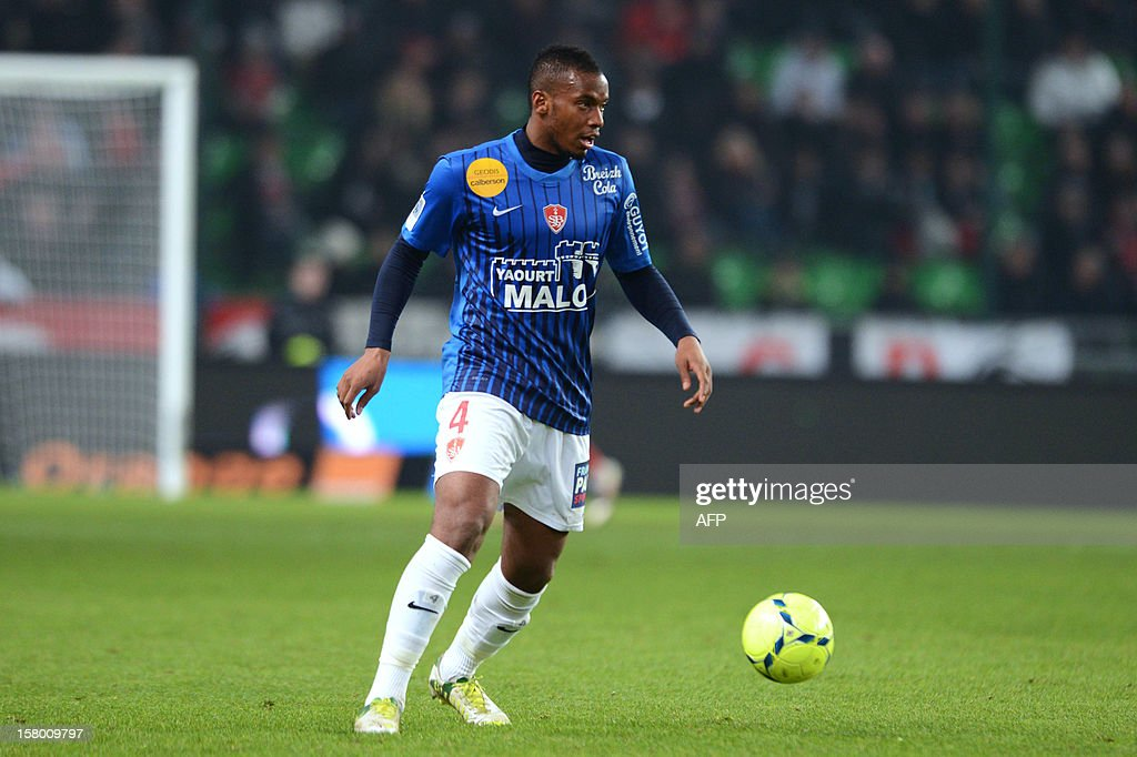 Rennes's defender Johan Martial controls the ball during the French L1 football match Rennes versus Brest on December 8, 2012 at Route de Lorient stadium in Rennes, western France. AFP PHOTO / THOMAS BREGARDIS
