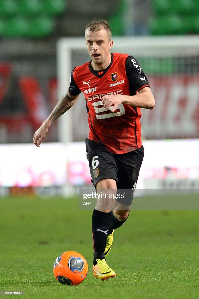 Rennes's forward Kamil Grosicki controls the ball during the French L1 football match between Rennes and Montpellier on February 15, 2014 at the Route de Lorient stadium in Rennes, western France.