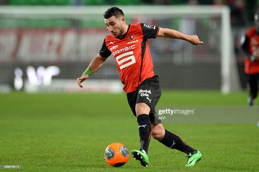 Rennes's forward Romain Alessandrini controls the ball during the French L1 football match between Rennes and Montpellier on February 15, 2014 at the Route de Lorient stadium in Rennes, western France. AFP PHOTO / THOMAS BREGARDIS
