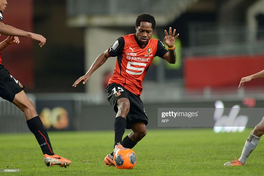 Rennes's midfielder Jean II Makoun controls the ball during the French L1 football match between Rennes and Montpellier on February 15, 2014 at the Route de Lorient stadium in Rennes, western France.
