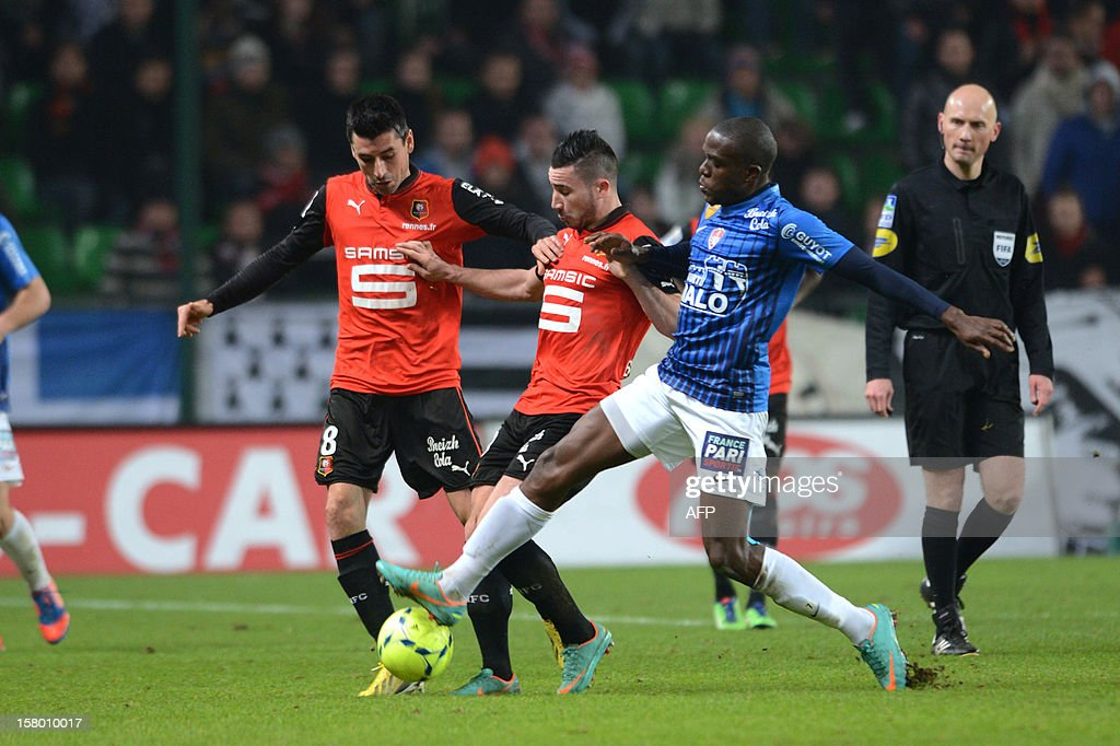 Rennes's midfielder Julien Feret (L) and Rennes' forward Romain Alessandrini (C) vie with Brest's forward Jonathan Ayite (R) during the French L1 football match Rennes versus Brest on December 8, 2012 at Route de Lorient stadium in Rennes, western France.