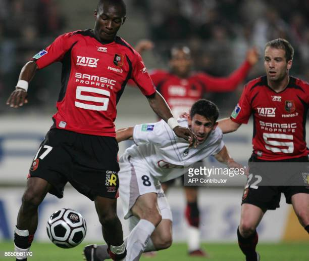 Rennes's midfielders Cameroonian Stephan Mbia and French Etienne Didot vie with Bordeaux's Argentinian midfielder Alejandro Alonso during their...