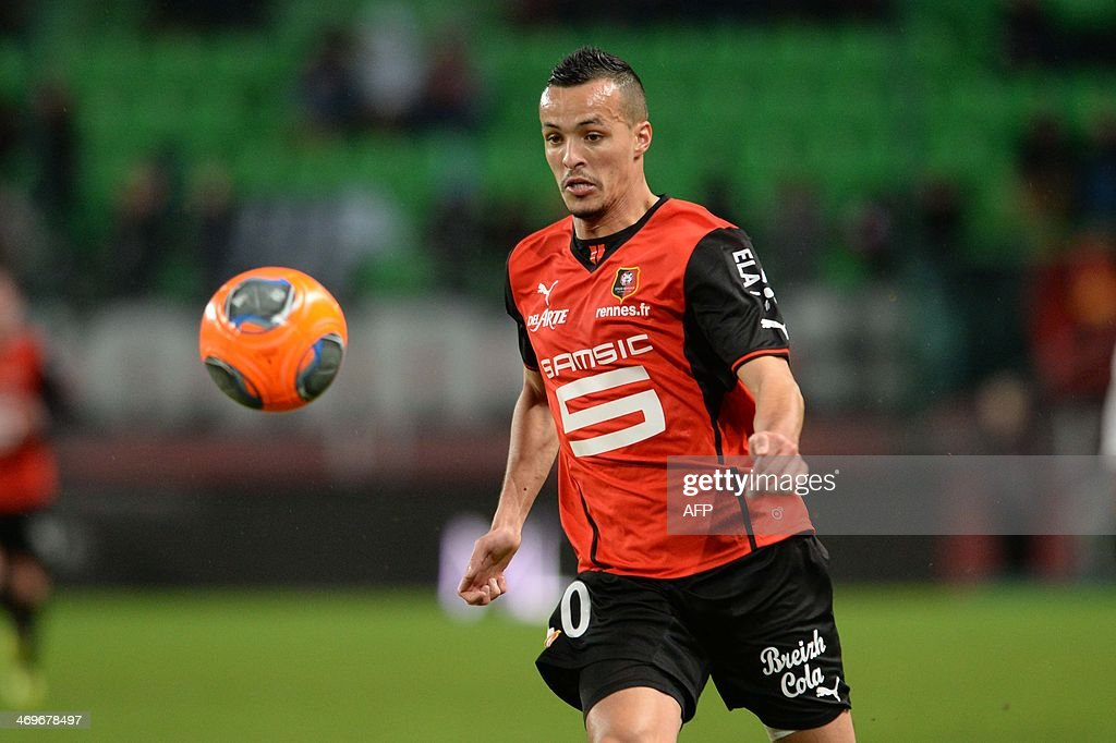 Rennes's mifielder Foued Kadir controls the ball during the French L1 football match between Rennes and Montpellier on February 15, 2014 at the Route de Lorient stadium in Rennes, western France.