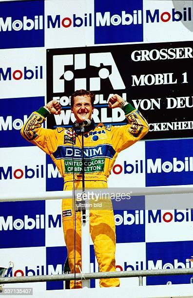 Rennfahrer Formel1 D jubelt über seinen 2 Platz in Hockenheim Juli 1993