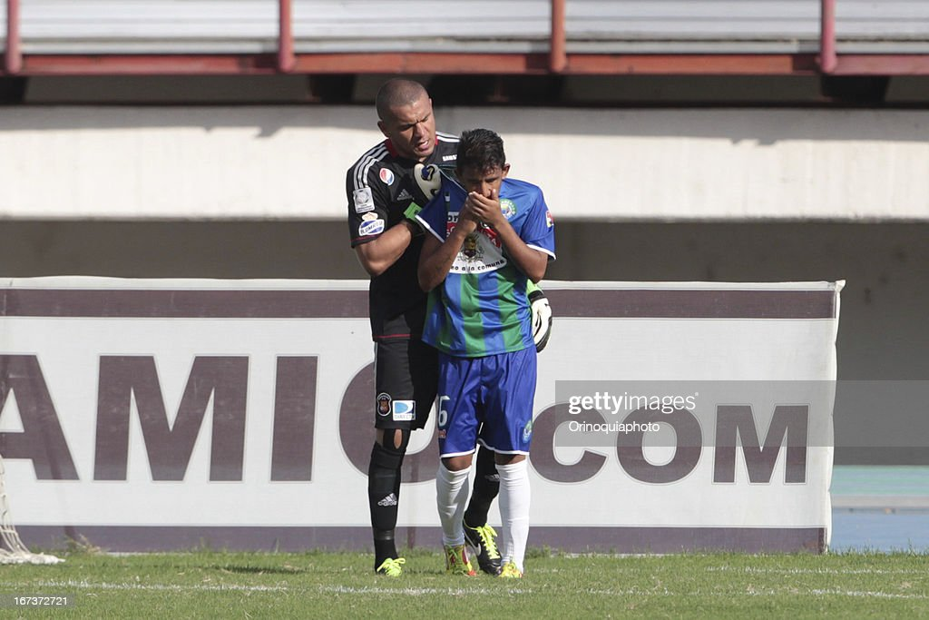 <a gi-track='captionPersonalityLinkClicked' href=/galleries/search?phrase=Renny+Vega&family=editorial&specificpeople=4143298 ng-click='$event.stopPropagation()'>Renny Vega</a>, goalkeeper of Caracas FC during a match between Llaneros de Guanare and Caracas FC as part of the Clausura Tournament 2013 at the Estadio Olimpico Rafael Calles Pinto on April 24, 2013 in Guanare, Venezuela.