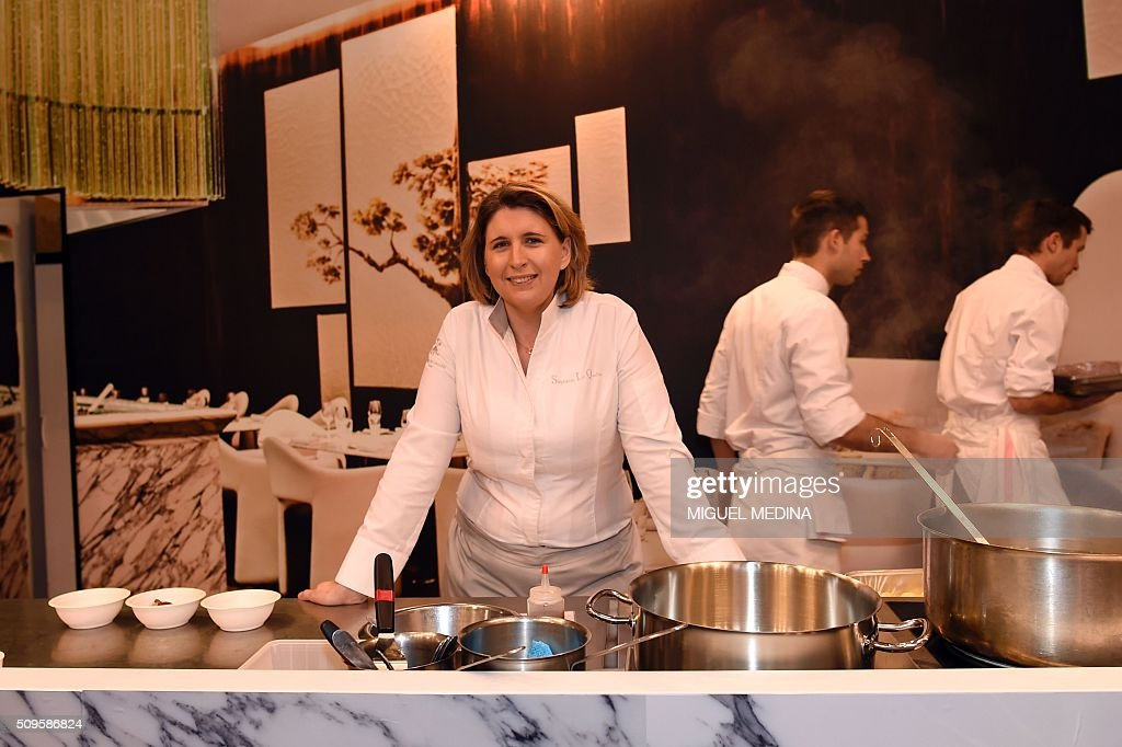 Renowned French chef Stephanie Le Quellec poses with her team during the Taste of Paris, Festival of Chefs, at the Grand Palais in Paris on February 11, 2016. AFP PHOTO / MIGUEL MEDINA / AFP / MIGUEL MEDINA