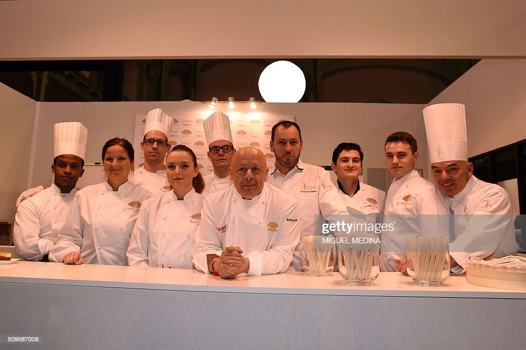 Renowned French chef Thierry Marx (C) poses with his team during the Taste of Paris, Festival of Chefs, at the Grand Palais in Paris on February 11, 2016. AFP PHOTO / MIGUEL MEDINA / AFP / MIGUEL MEDINA