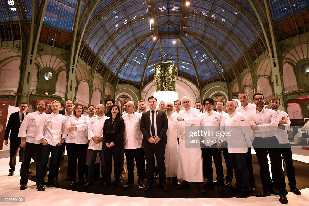 Renowned French Chefs Alain Ducasse (Front Row 4-L), Guy Savoy (Front Row 5-L), Frederic Anton (Front Row 6-L), Thierry Marx (Front Row 2-L) and Stephanie Le Quellec (Front Row 3-L)pose along with other chefs at the innauguration of the Taste of Paris, Festival of Chefs, at the Grand Palais in Paris on February 11, 2016. / AFP / MIGUEL MEDINA