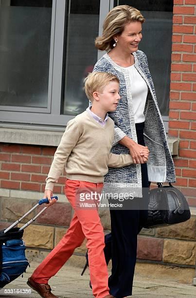la reine Mathilde conduit le Prince Emmanuel à l'Ecole Eureka à KesselLo Eerste schooldag voor de kinderen van de Koning en de Koningin Koningin...