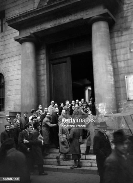 Rentrée des élèves au lycée Condorcet en 1932 à Paris France