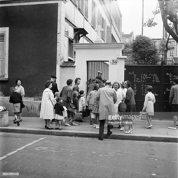 Rentrée scolaire au Groupe Ferdinand Buisson à LevalloisPerret France le 15 septembre 1961