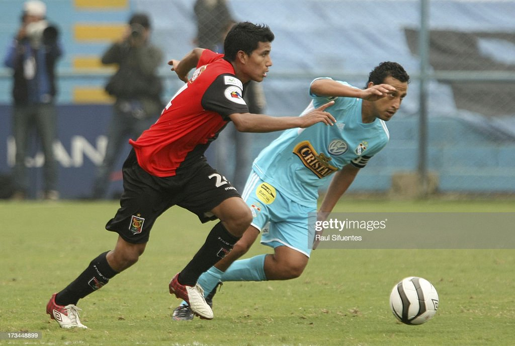 Renzo Sheput (R) of Sporting Cristal fights for the ball with Giovany Morales (L) of Melgar FC during a match between Sporting Cristal and Melgar FC as part of the Torneo Descentralizado 2013 at Alberto Gallardo Stadium on July 14, 2013 in Lima, Peru.