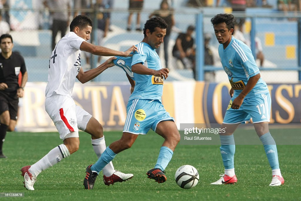 Renzo Sheput of Sporting Cristal fights for the ball with Luis Alvarez during a match between Sporting Cristal and San Martin as part of The 2013 Torneo Descentralizado at the Alberto Gallardo Stadium on February 09, 2013 in Lima, Peru