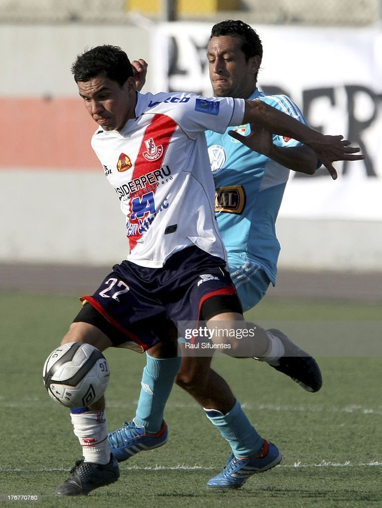 Renzo Sheput (R) of Sporting Cristal fights for the ball with Ricardo Salcedo (L) of Jose Galvez during a match between Jose Galvez and Sporting Cristal as part of The Torneo Descentralizado 2013 at the Estadio Manuel Rivera Sanchez on August 18, 2013 in Chimbote, Peru.
