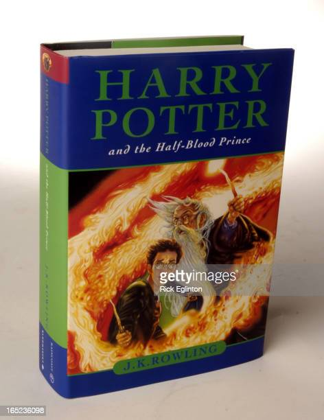 REO107/16/05potter112279Rick Eglinton Toronto StarCover of Harry Potter Book And The HalfBlood Prince