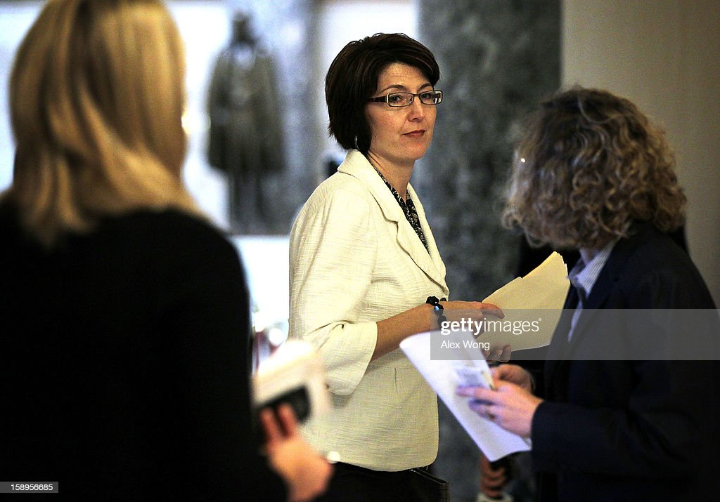 U.S. Rep. Cathy McMorris Rodgers (R-WA) (C) walks towards the House Chamber at the U.S. Capitol January 4, 2013 on Capitol Hill in Washington, DC. The House has passed a $9.7 billion Superstorm Sandy aid package for flood insurance claims.