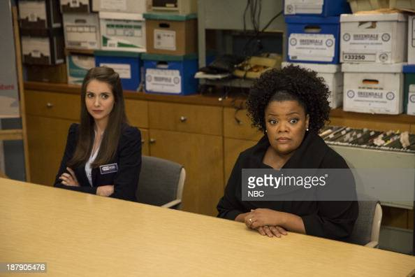 Alison brie yvette nicole brown gillian jacobs community 2