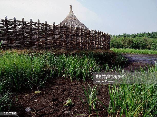 Replica crannog by the lake at Graggaunowen A ''crannog'' is a dwelling used in parts of Ireland and Scotland from the Bronze Age until medieval...