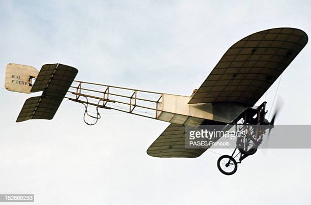 Replica Of Louis Blériot Aircraft In 1969 En 1969 en France décollage et vol d'une réplique de l'avion de Louis BLERIOT le Blériot XI