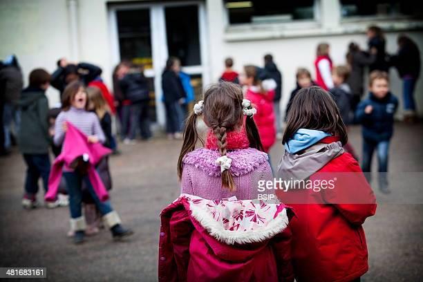 Reportage in Les Helices Vertes primary school in Cerny France Break time