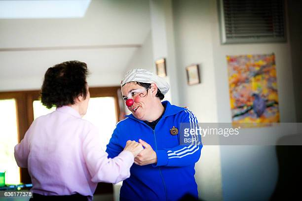 Reportage on the clowns of the les InstantöNez association in a nursing home in HauteSavoie France