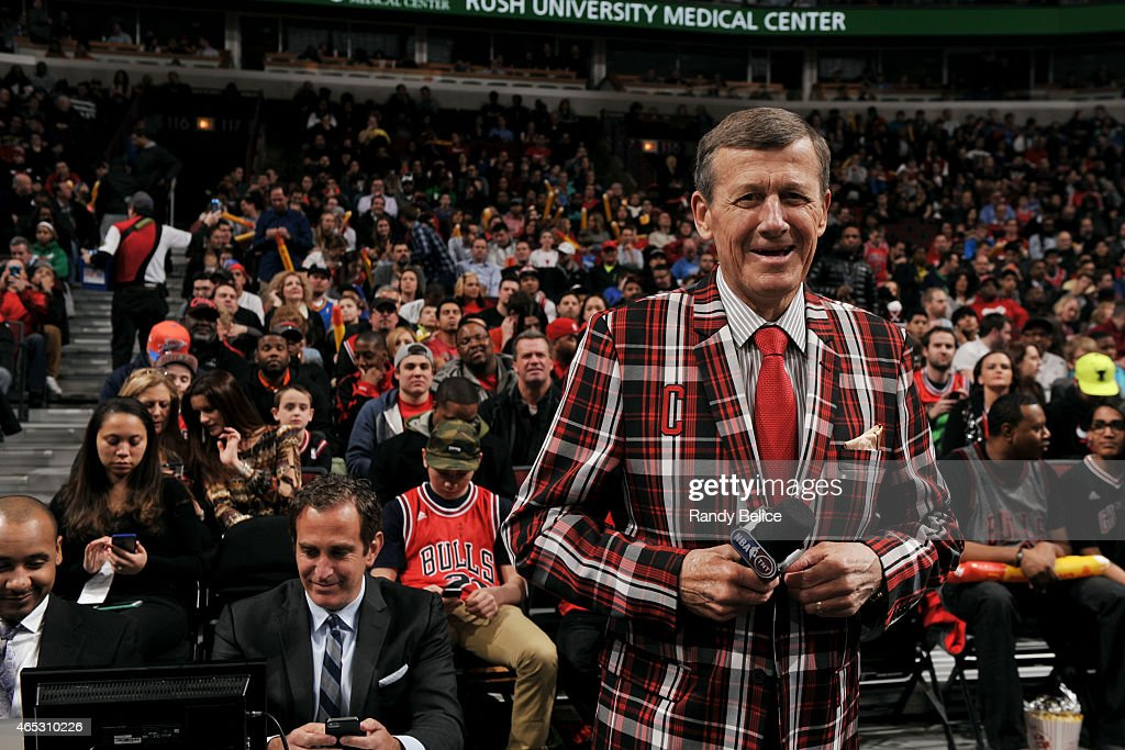 TNT Reporter <a gi-track='captionPersonalityLinkClicked' href=/galleries/search?phrase=Craig+Sager&family=editorial&specificpeople=617407 ng-click='$event.stopPropagation()'>Craig Sager</a> is welcomed during a game between the Oklahoma City Thunder and Chicago Bulls on March 5, 2015 at the United Center in Chicago, Illinois.