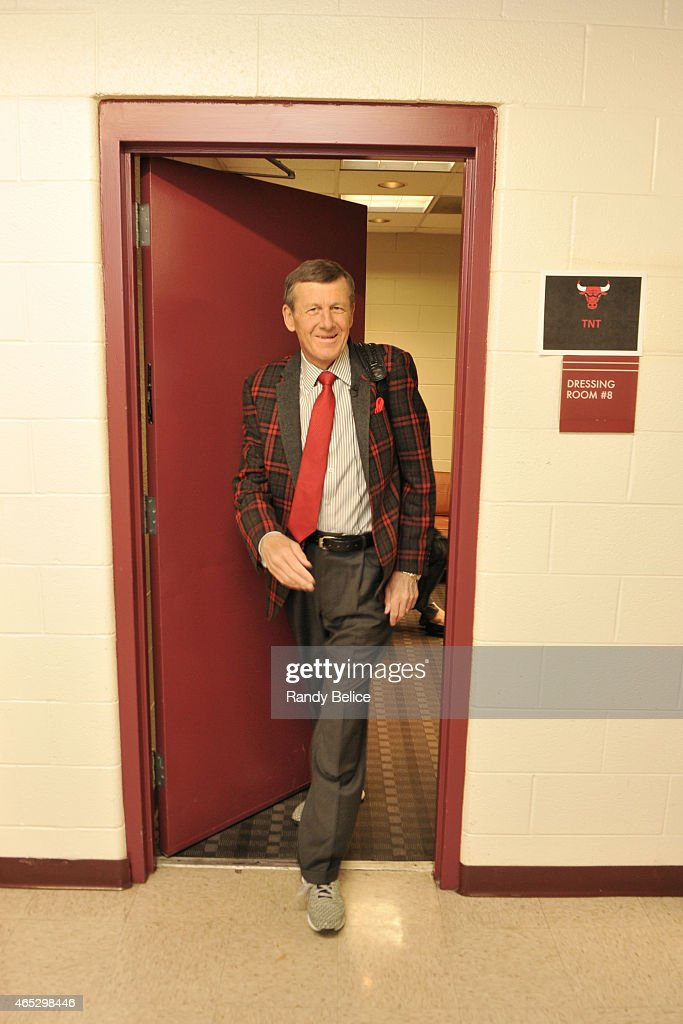 TNT Reporter <a gi-track='captionPersonalityLinkClicked' href=/galleries/search?phrase=Craig+Sager&family=editorial&specificpeople=617407 ng-click='$event.stopPropagation()'>Craig Sager</a> leaves his dressing room before a game between the Oklahoma City Thunder and Chicago Bulls on March 5, 2015 at the United Center in Chicago, Illinois.