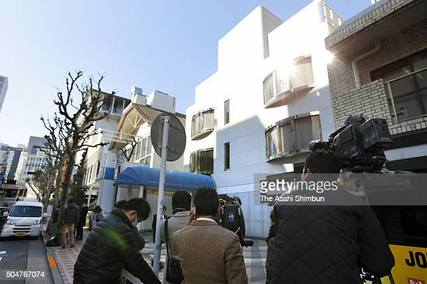 Reporters converge on the head office of the Johnny Associates talent agency for information on the men's idol group SMAP on January 13 2016 in Tokyo...