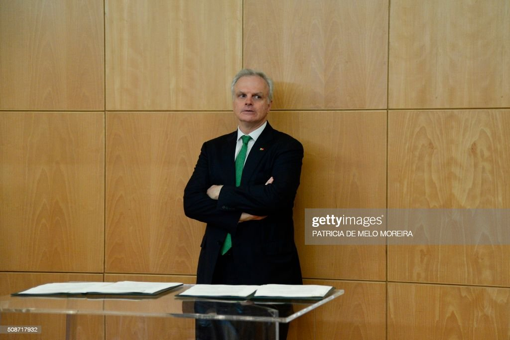 Representative of the Atlantic Gateway consortium, David Neeleman stands during a press conference after the signing of the national airline TAP agreement at the Ministry of Planning and Infrastructure in Lisbon on February 6, 2016. Portugal's new Socialist government said Saturday it had lifted its stake in TAP to 50 percent from 39 percent in line with a manifesto pledge targeting re-nationalisation. AFP PHOTO / PATRICIA DE MELO MOREIRA / AFP / PATRICIA DE MELO MOREIRA