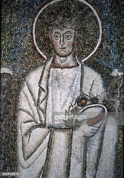 Représentation de Saint Gervais sur une mosaïque de la Basilique SaintApollinaireleNeuf à Ravenne Italie