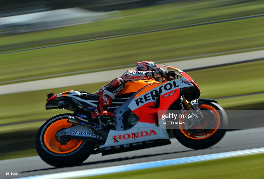 Repsol Honda Team Spanish rider Marc Marquez powers his bike during the second practice session of the Australian MotoGP Grand Prix at Phillip Island on October 18, 2013. AFP PHOTO/ Saeed KHAN USE