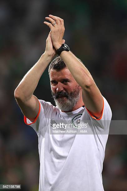Republic of Ireland Assistant Coach Roy Keane applauds at the end of the UEFA EURO 2016 Group E match between Italy and Republic of Ireland at Stade...
