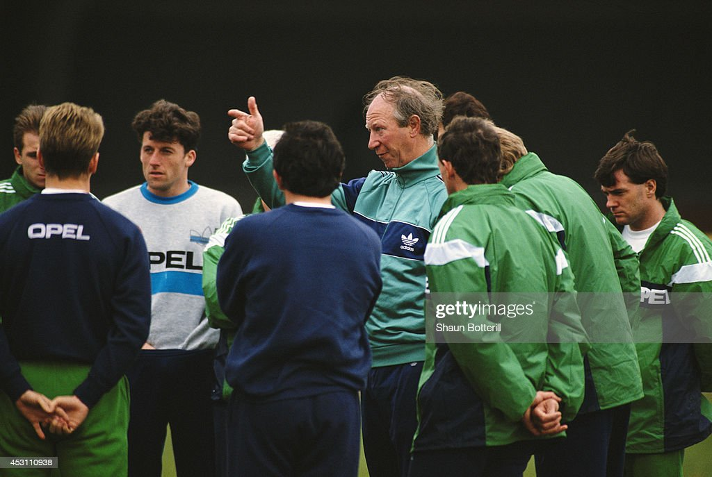 Republic of Ireland manager <a gi-track='captionPersonalityLinkClicked' href=/galleries/search?phrase=Jack+Charlton&family=editorial&specificpeople=453447 ng-click='$event.stopPropagation()'>Jack Charlton</a> (C) makes a point during a Republic of Ireland training session in March 1991.