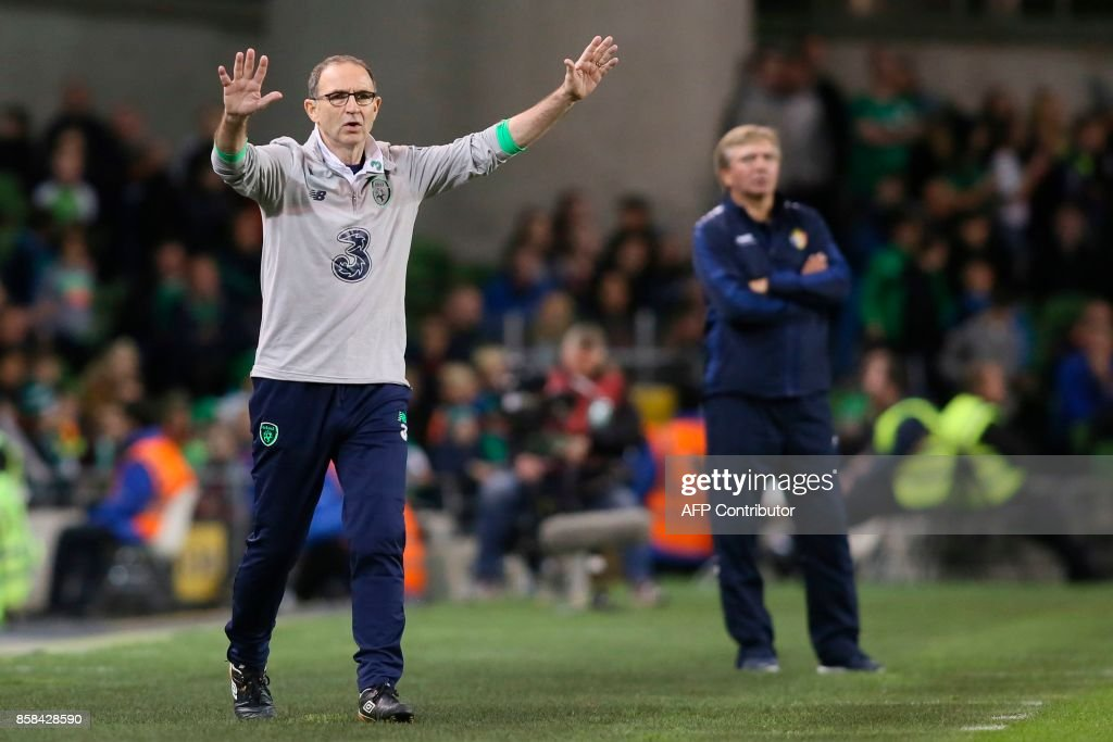 Republic of Ireland's manager Martin O'Neil (L) gestures from the touchline during the FIFA World Cup 2018 qualification football match between Republic of Ireland and Moldova at the Aviva Stadium in Dublin on October 6, 2017. / AFP PHOTO / Paul FAITH