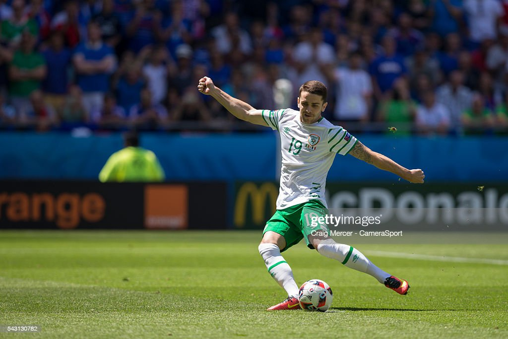 Republic of Ireland's <a gi-track='captionPersonalityLinkClicked' href=/galleries/search?phrase=Robbie+Brady&family=editorial&specificpeople=9028769 ng-click='$event.stopPropagation()'>Robbie Brady</a> scores the opening goal from the penalty spot during the UEFA Euro 2016 Round of 16 match between France v Republic of Ireland at Stade de Lyon on June 26 in Lyon, France.