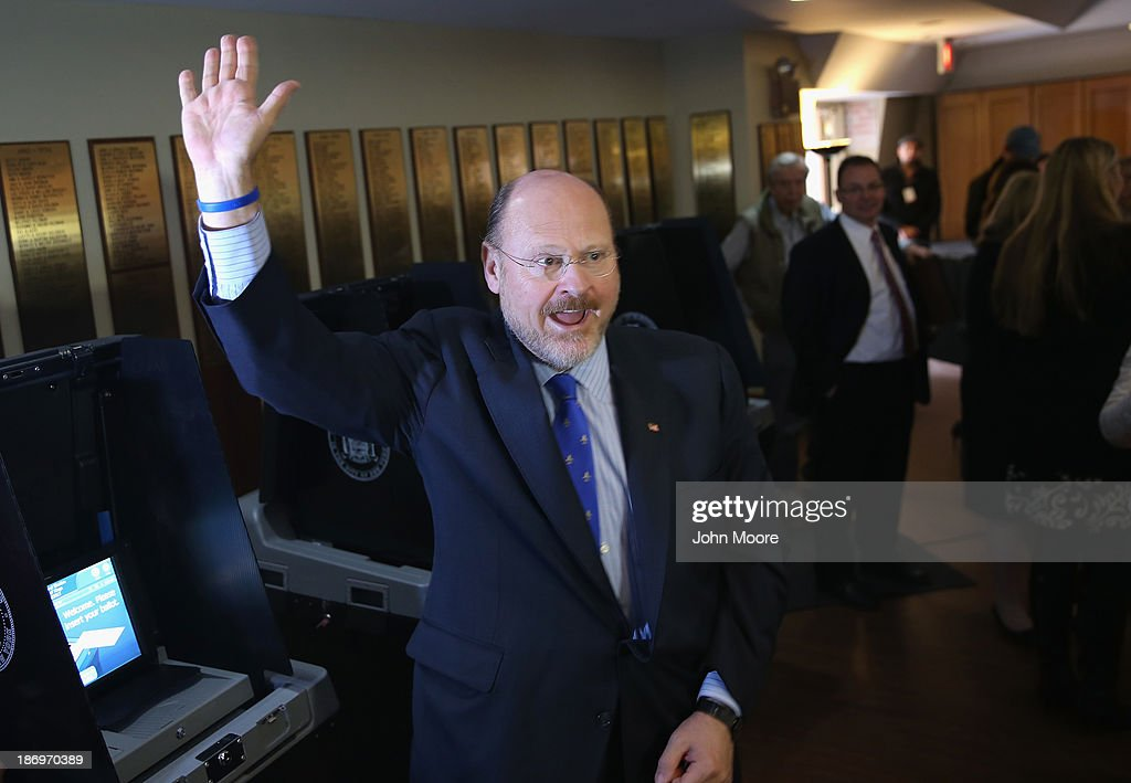Republican candidate for New York City mayor <a gi-track='captionPersonalityLinkClicked' href=/galleries/search?phrase=Joe+Lhota&family=editorial&specificpeople=10110154 ng-click='$event.stopPropagation()'>Joe Lhota</a> waves after casting his vote on November 5, 2013 in the Brooklyn borough of New York City. New Yorkers went to the polls to choose between Lhota and Democratic candidate Bill de Blasio, widely considered the favorite going into election day.