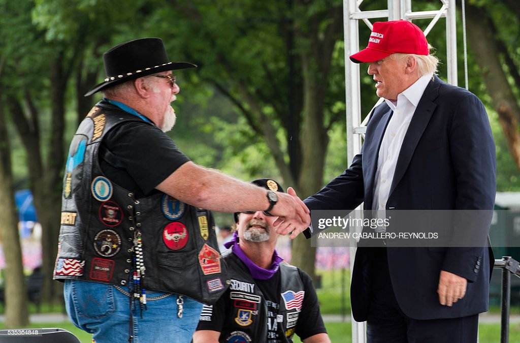 Republican presedential candidate Donald Trump shakes hands with a veteran during an event at the annual Rolling Thunder 'Ride for Freedom' parade ahead of Memorial Day in Washington, DC, on May 29, 2016. / AFP / Andrew Caballero-Reynolds