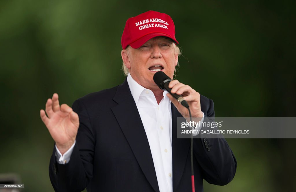 Republican presedential candidate Donald Trump speaks during an event at the annual Rolling Thunder 'Ride for Freedom' parade ahead of Memorial Day in Washington, DC, on May 29, 2016. / AFP / Andrew Caballero-Reynolds